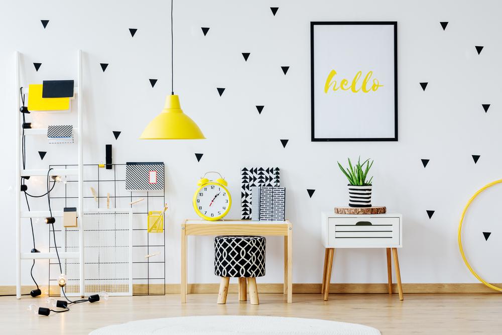 6 Tips Cerdas Menghiasi Dinding dengan Wallpaper