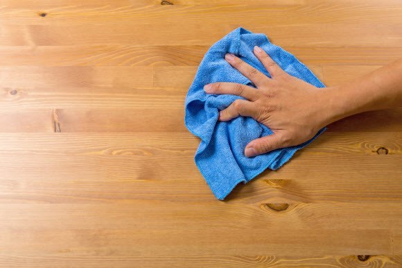Lap Basah untuk Membersihkan Debu di Rumah