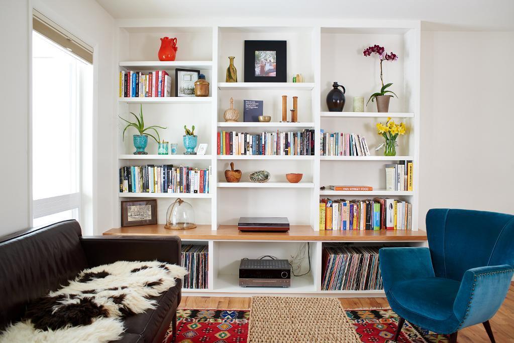 desain rak dinding minimalis bulit-in