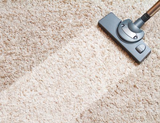 7 Cara Mudah Membersihkan Karpet Bulu