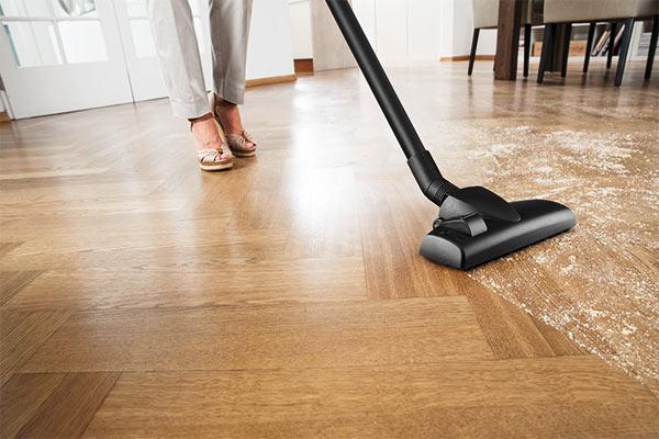 vacuum cleaner lantai kayu