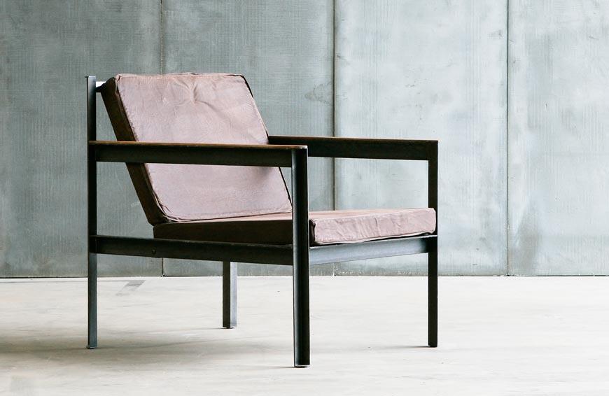 Furniture untuk ruangan sempit arm chair