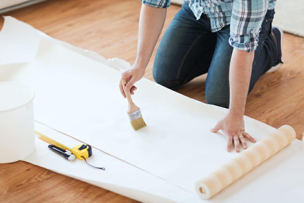 proses pengeleman wallpaper dinding