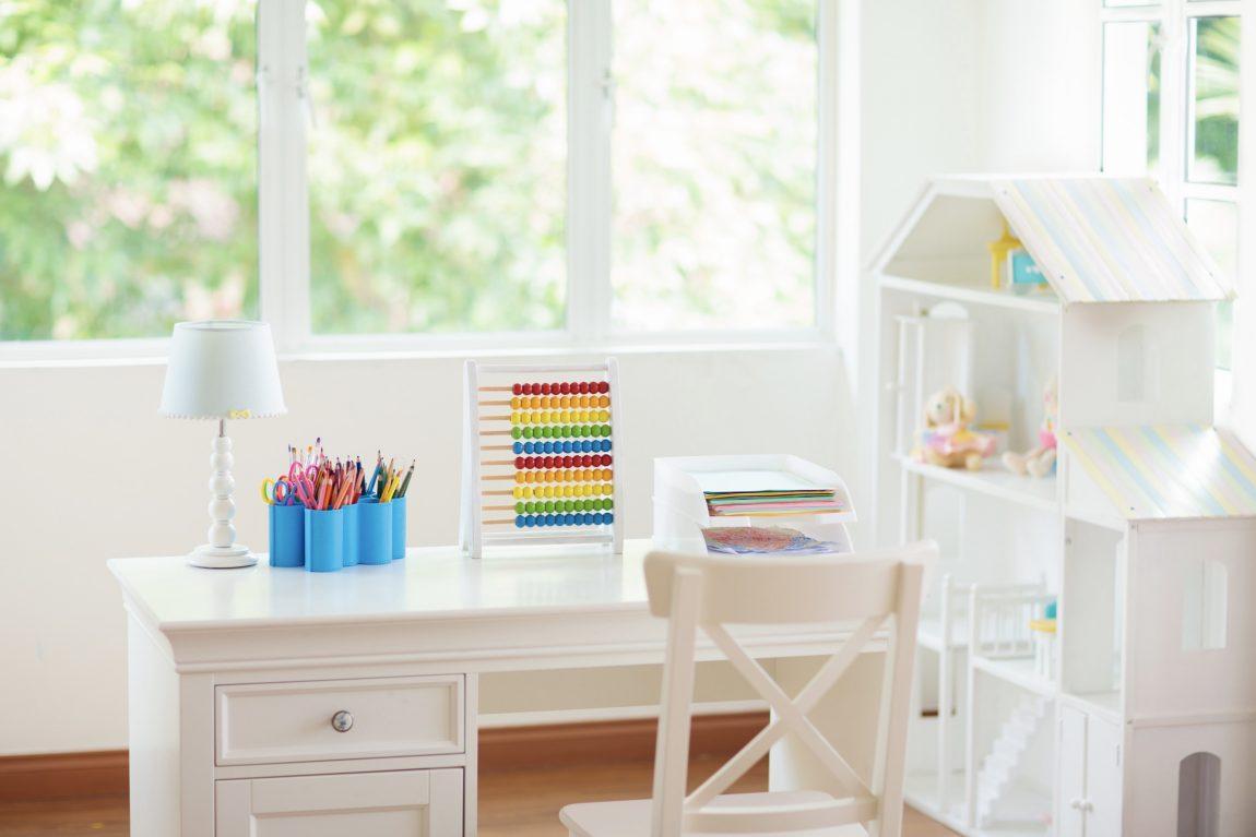 8 Desain Meja Belajar Anak yang Unik & Minimalis