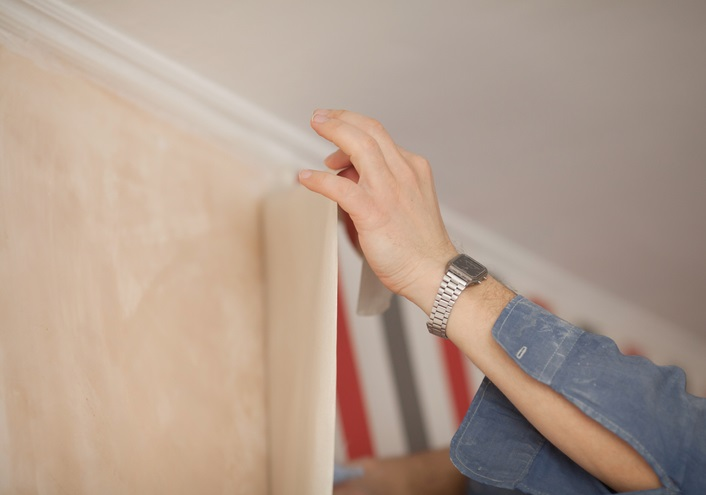 pemasangan wallpaper dinding