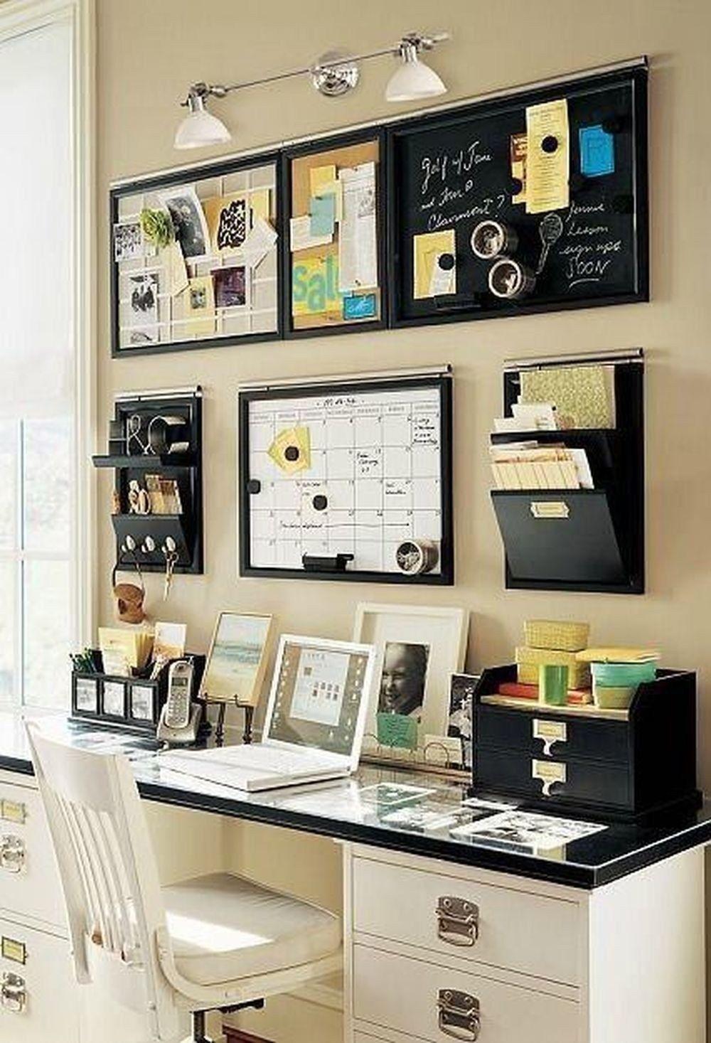 menata meja kerja dengan menggunakan organizer
