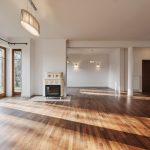 7 Cara Ampuh Membersihkan Lantai Kayu di Rumah
