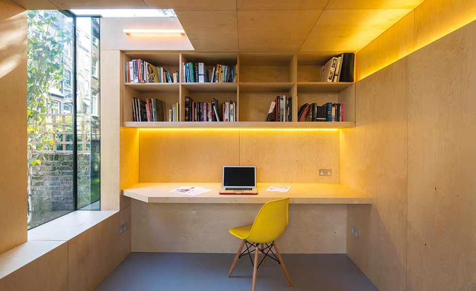 rak penyimpanan dalam ruang kerja