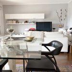 7 Tips Merawat Furniture Kaca agar Tetap Kinclong