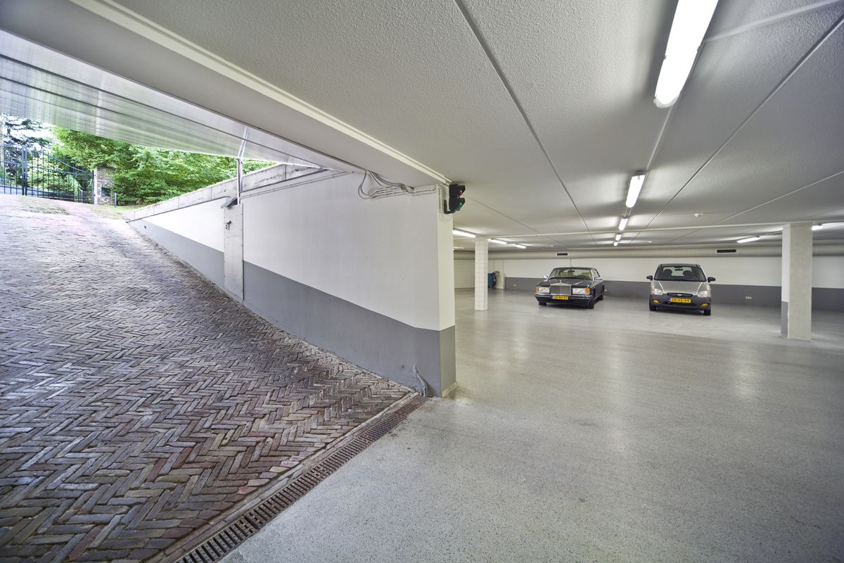 garasi bawah tanah