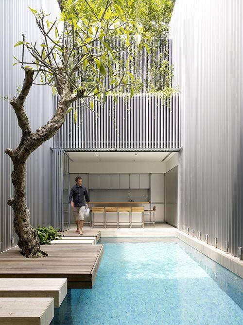 kolam renang courtyard