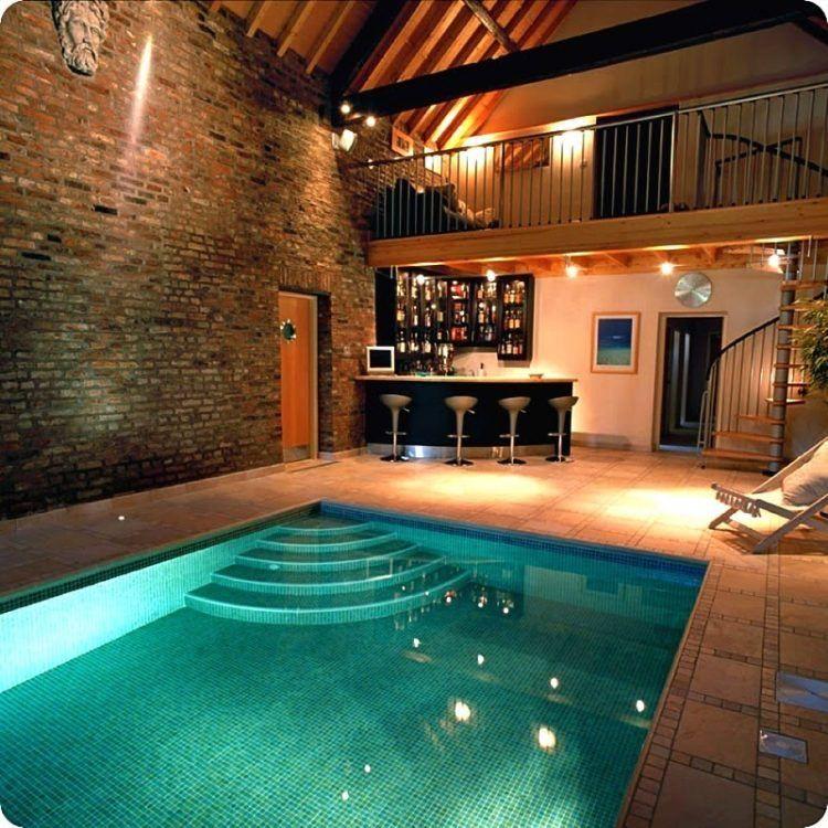kolam renang dengan bar
