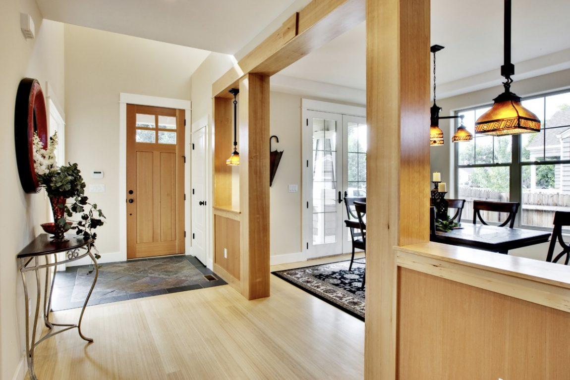 Area Foyer Rumah dengan Desain Modern dan Minimalis