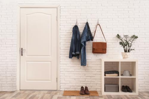fungsi foyer sebagai rak gantung pakaian dan sepatu