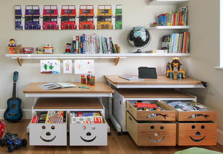 sediakan banyak tempat penyimpanan di ruang bermain anak