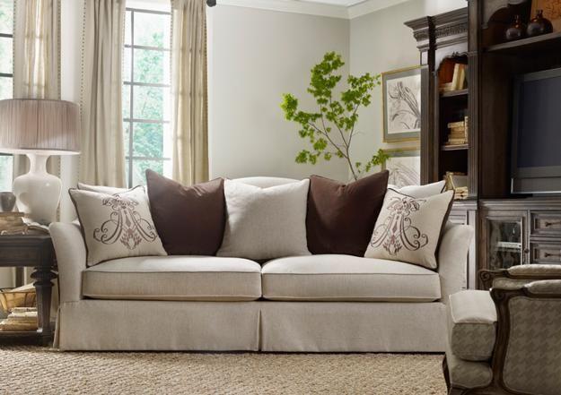 Sofa Panjang di Ruang Keluarga
