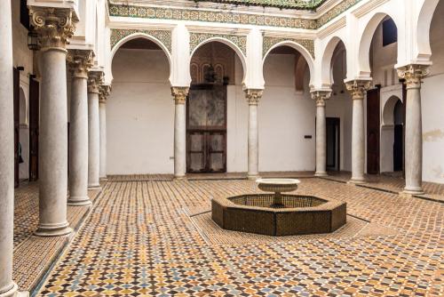 Bentuk Arsitektur Runcing Maroko - Ciri Gaya Desain Arsitektur Maroko yang Eksotis
