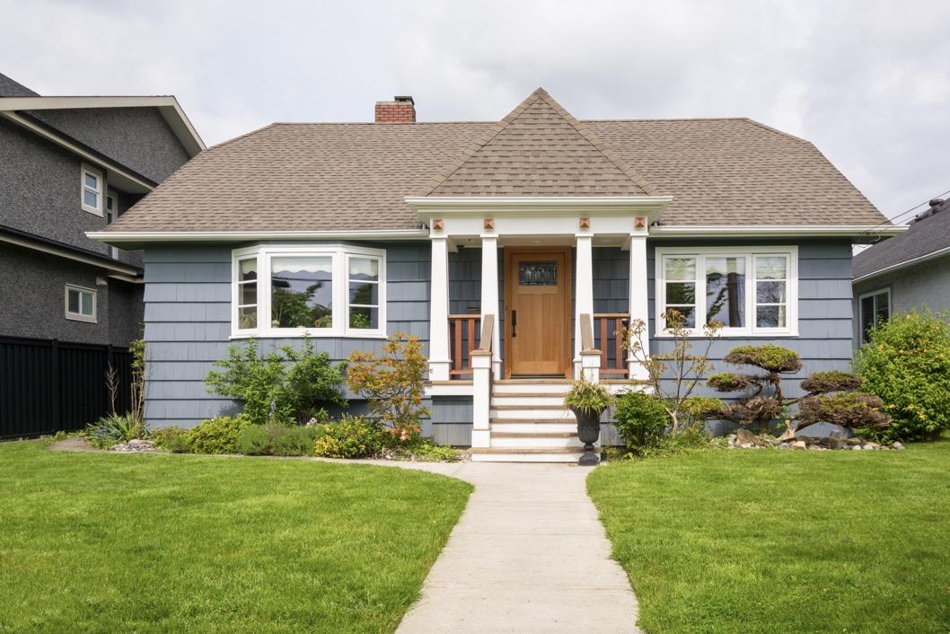 Desain Rumah Minimalis Dengan Halaman Luas 7 tips desain rumah satu lantai yang minimalis bramble journal