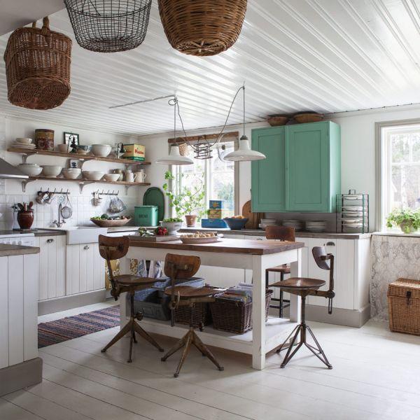 Gunakan perabotan antik pada desain dapur shabby chic