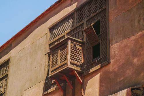 Jendela Mashrabiya Ala Maroko - Ciri Gaya Desain Arsitektur Maroko yang Eksotis