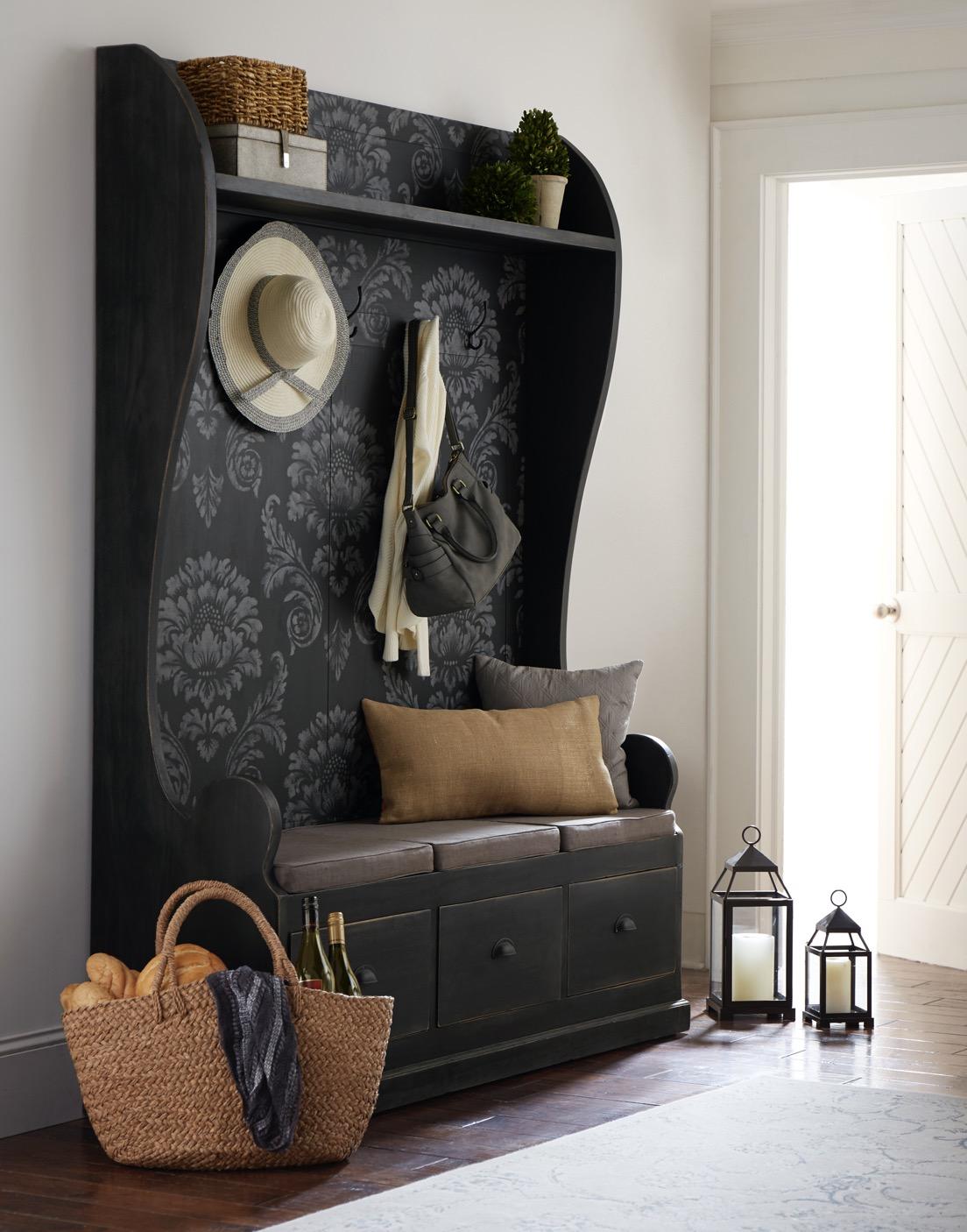 Lemari Pajang Bramble Furniture dengan Motif/ Furnitur American Style