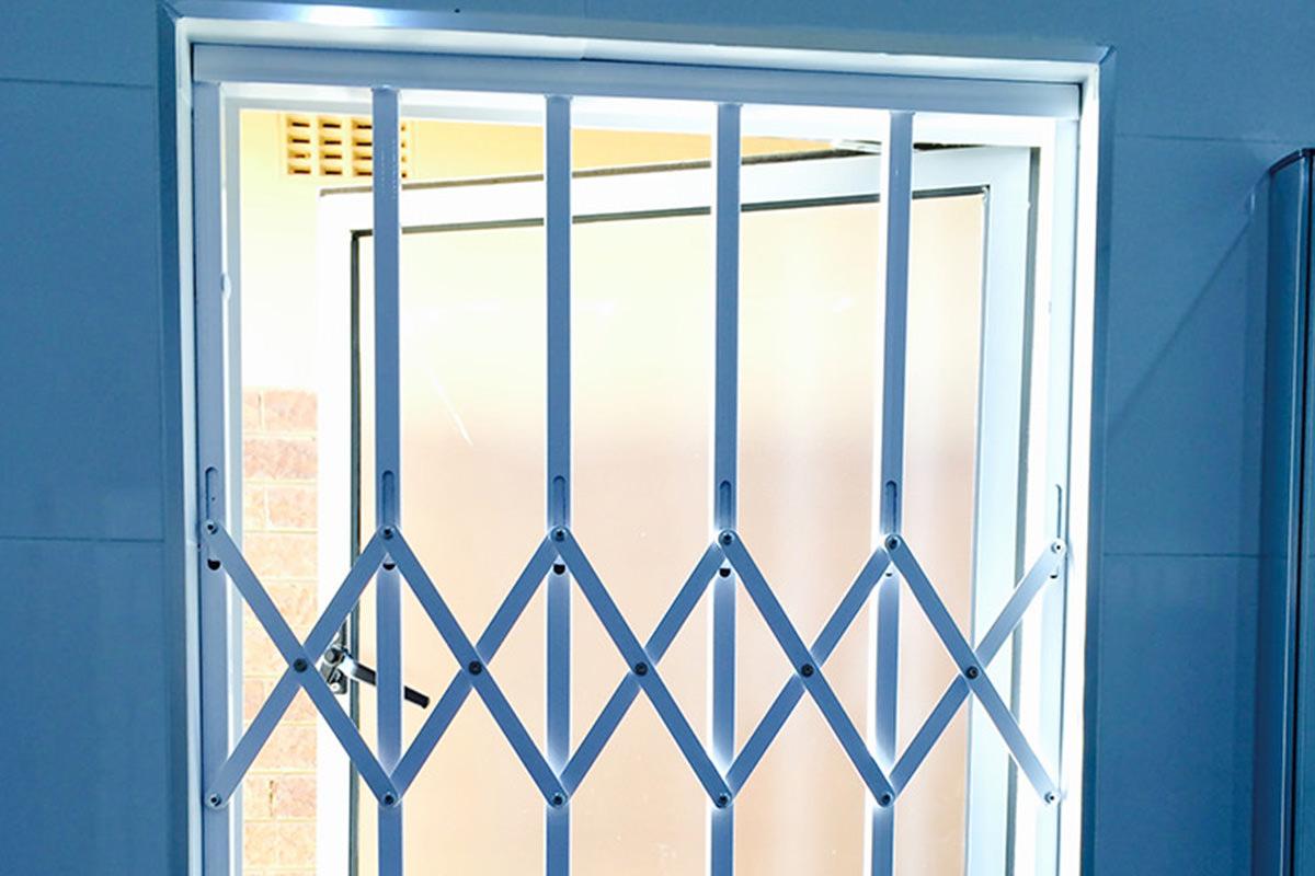 Plus Minus Dan Tips Memasang Pintu Teralis