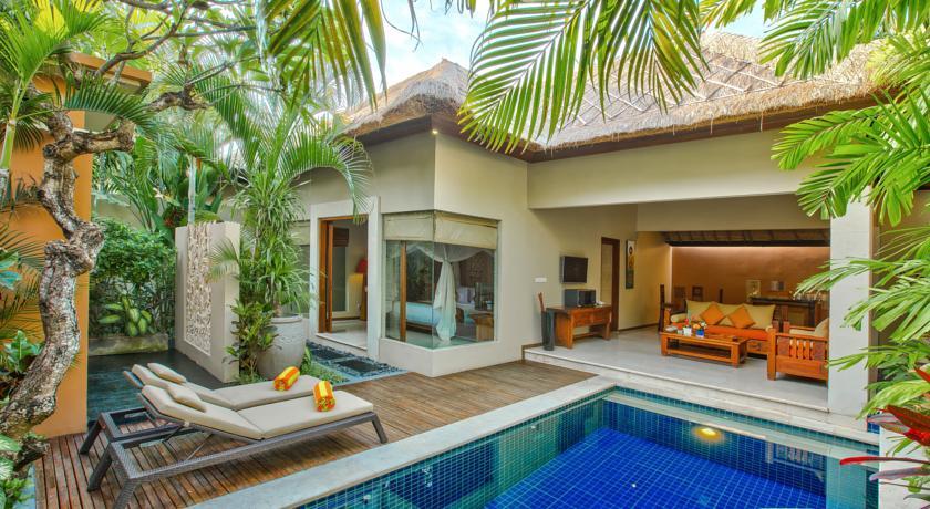 rumah bali kolam renang