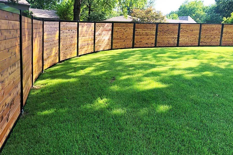 pagar kayu di rumah