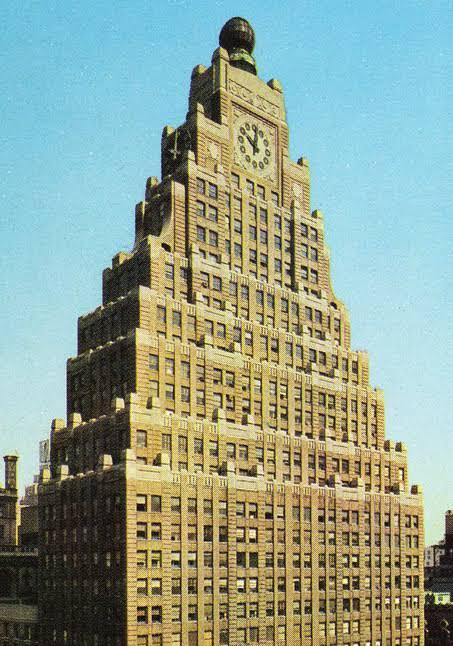 Adanya Ziggurat pada desain art deco