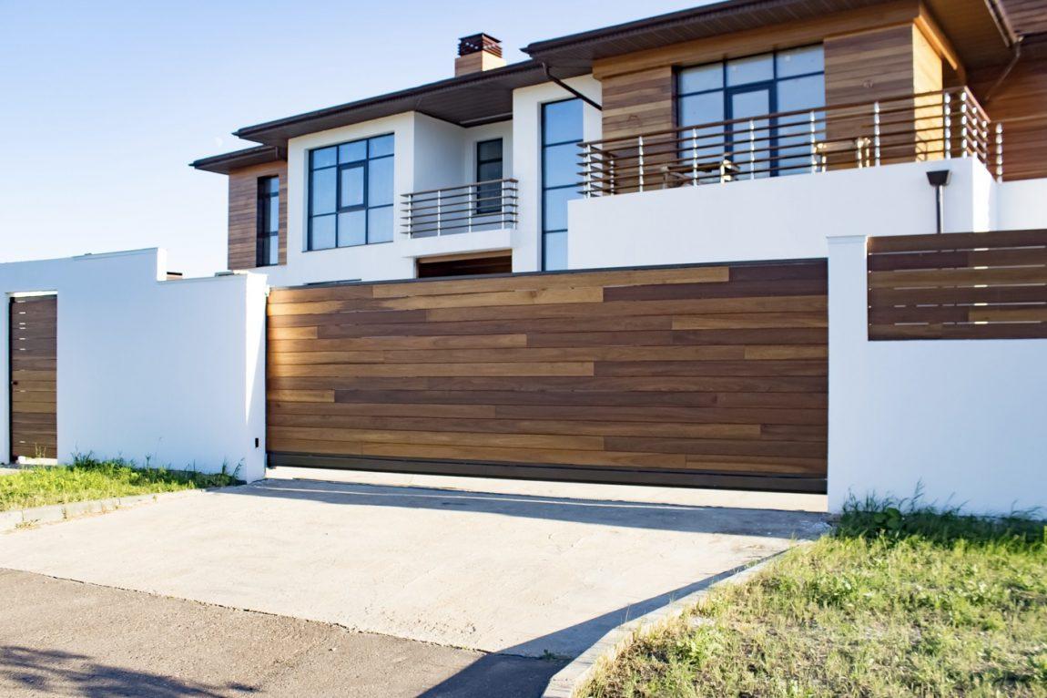 10 Jenis Pagar Rumah Berdasarkan Material Dari Besi Hingga Kayu