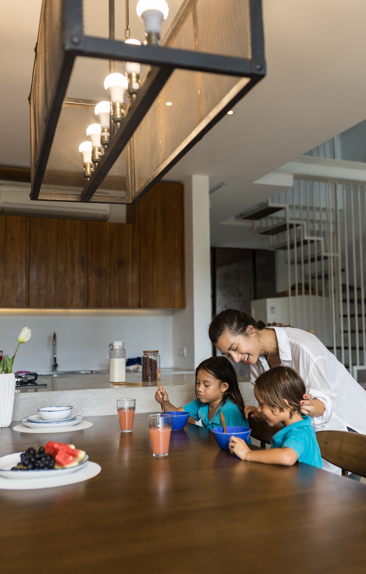 Ruang Makan Rumah Baru Keluarga Bachdim - Meja Makan Summit