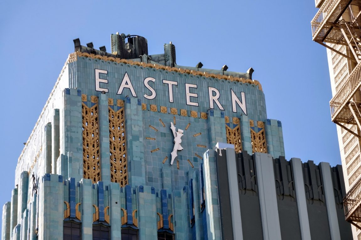 Eastern Columbia Building - Desain Art Deco