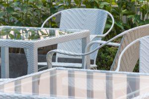 Mengandalkan Furniture Berbahan Kaca