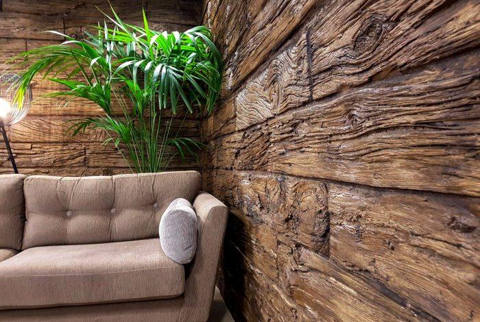 Suasana dinding kayu hangat dengan panel kayu alami