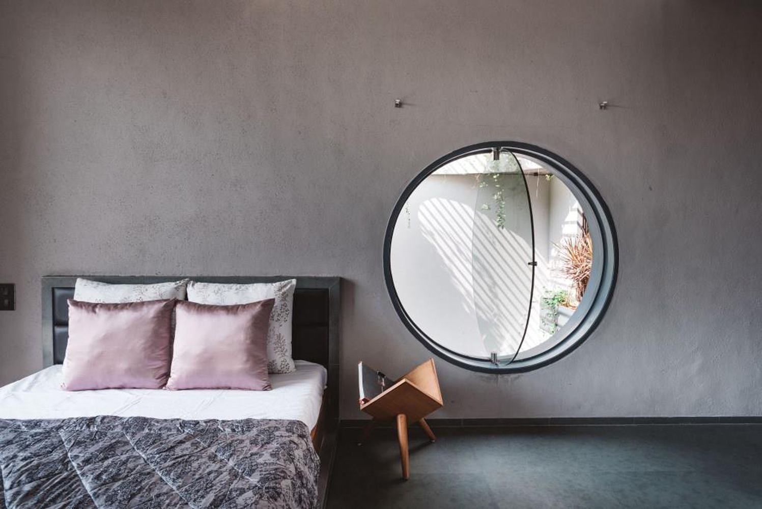 jendela unik kamar tidur