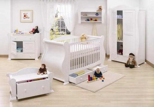 memilih tempat tidur bayi klasik