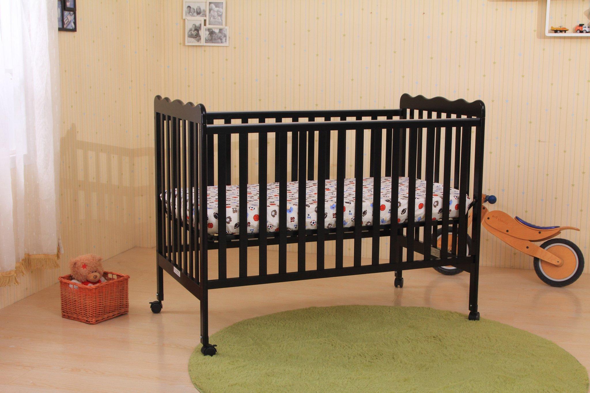 desain tempat tidur bayi dengan roda