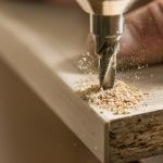 Furniture Kayu Kamper: Karakteristik, Kelebihan & Kekurangan