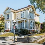 Mengenal Gaya Rumah Victorian yang Mewah Ala Kerajaan Inggris