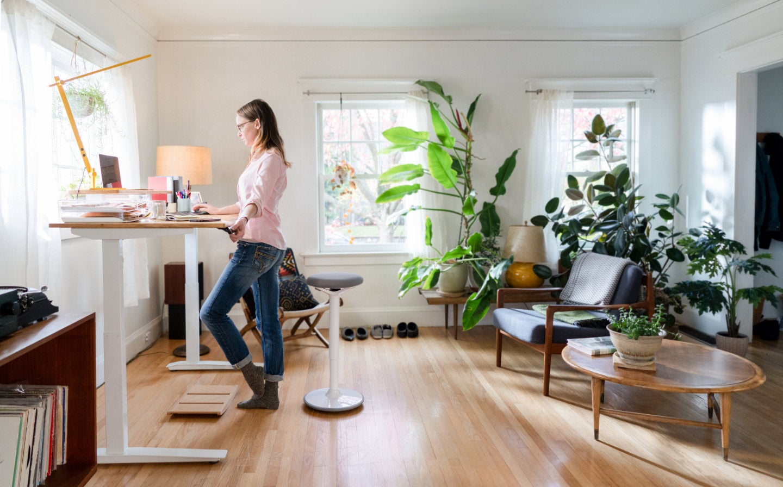 Tak perlu lokasi yang luas untuk mendekor ruang kerja di rumah
