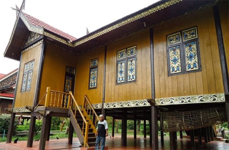 ornamen khas rumah adat jambi