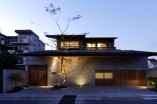 rumah modern jepang atap lebar - Inspirasi Dekorasi Rumah Modern Jepang ini, Memberikan Kesan Nyaman & Menyenangkan