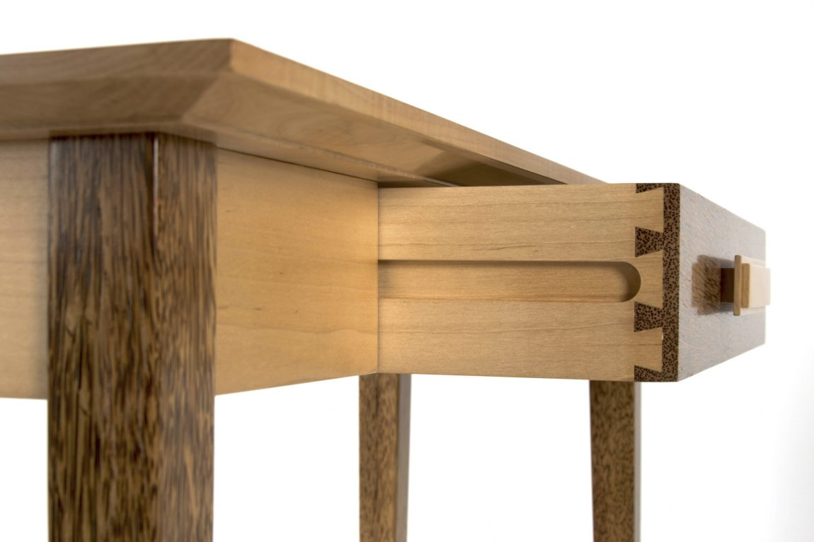 Furniture Meja dari Kayu Kelapa