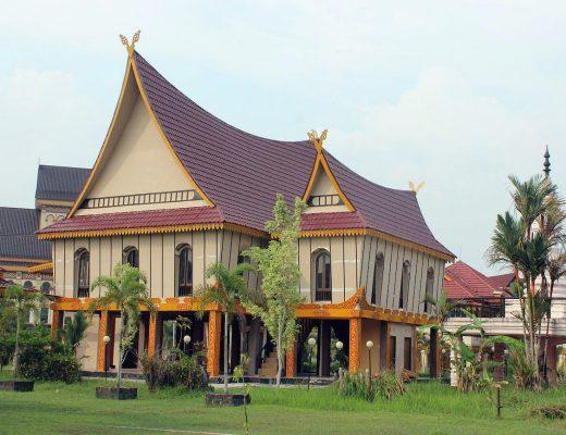 Rumah Adat Lontiok dari Riau