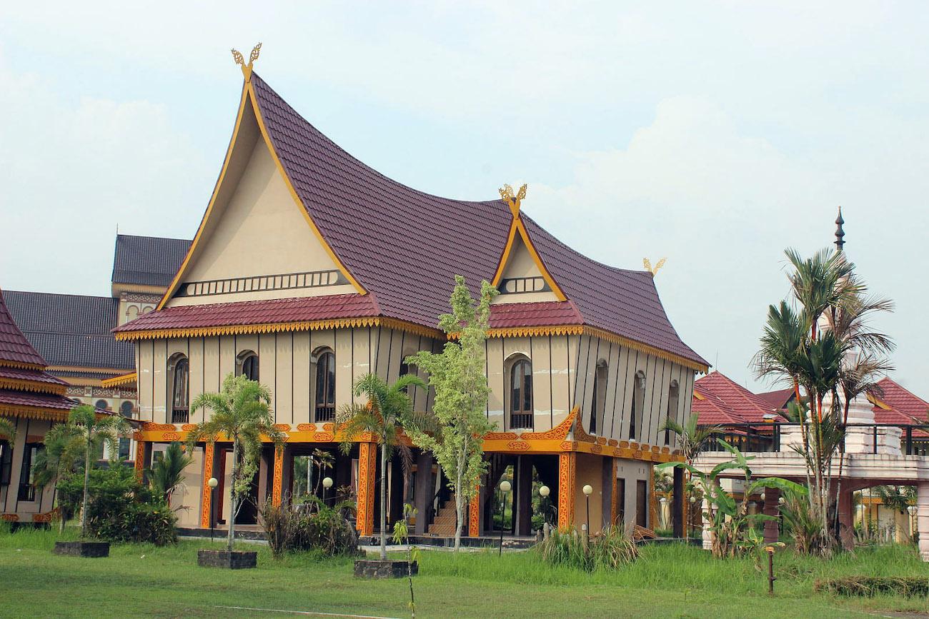 6 Rumah Adat Riau Dengan Keunikan Desain Dan Karakternya