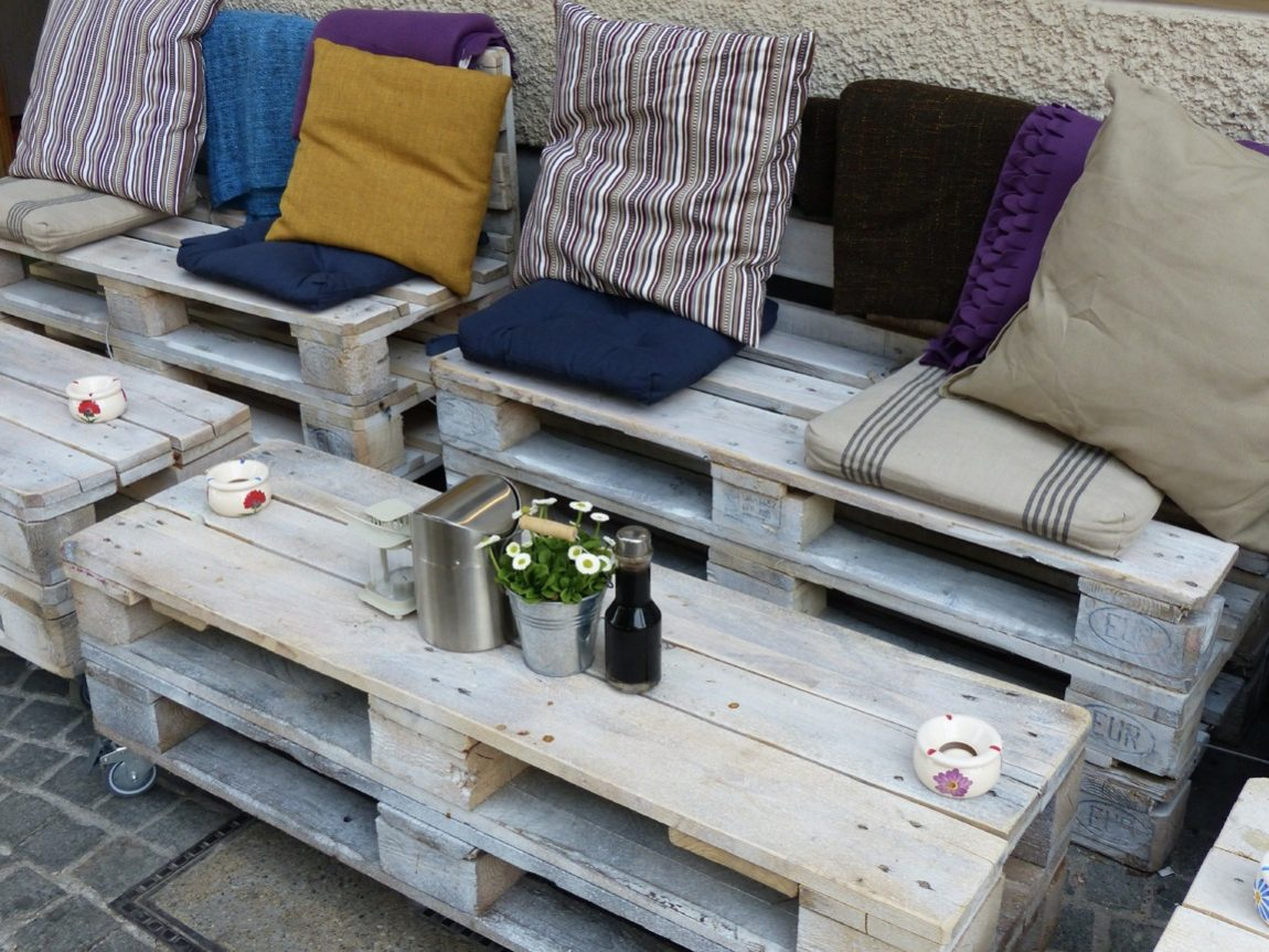 Get to know Furniture from Artistic Used Wooden Pallets