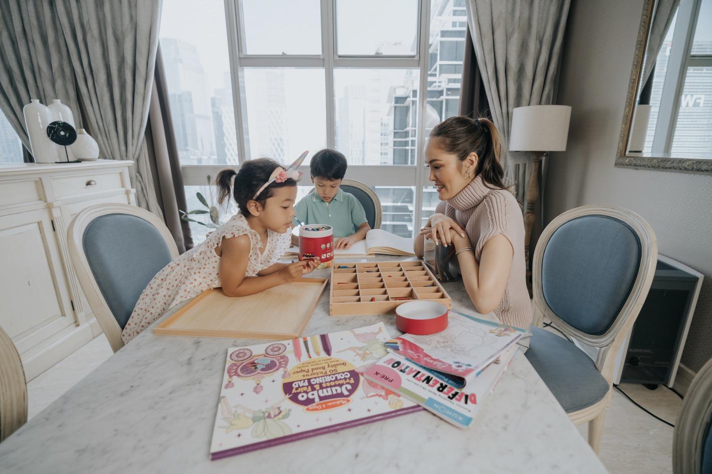 Cathy Sharon dan Anak - Ruang Makan
