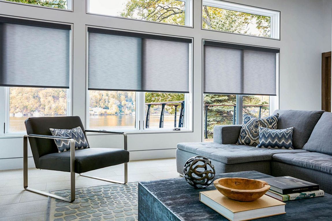 Interior Living Room dengan Roller Blind